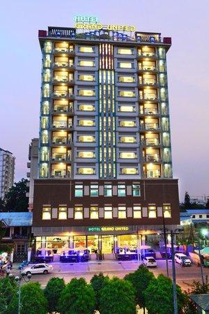 Grand United Ahlone Hotel ***