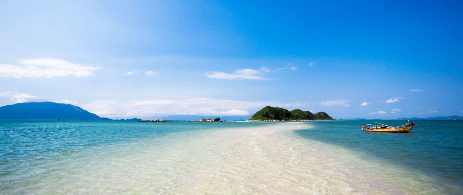 Two Vietnam beaches listed among world's top 50